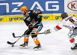 21.02.2021, Keine Sorgen Eisarena, Linz, AUT, EBEL, EHC Liwest Black Wings Linz vs iClinic Bratislava Capitals, 48. Qualifikationsrunde, im Bild v.l. Dragan Umicevic (Steinbach Black Wings 1992), Brett Carson (iClinic Bratislava Capitals) // during the bet-at-home ICE Hockey League 48th qualifying round match between EHC Liwest Black Wings Linz and iClinic Bratislava Capitals at the Keine Sorgen Eisarena in Linz, Austria on 2021/02/21. EXPA Pictures © 2021, PhotoCredit: EXPA/ Reinhard Eisenbauer