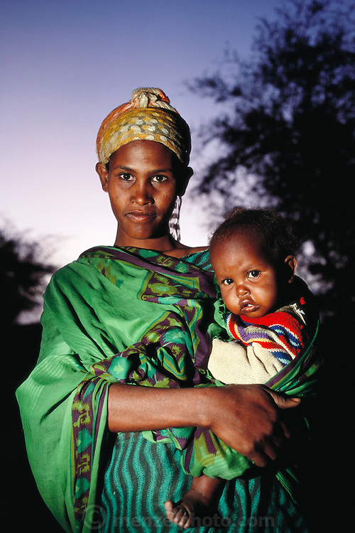A young mother with her child at dusk in Hargeisa, Somaliland. Somaliland is the breakaway republic in northern Somalia that declared independence in 1991 after 50,000 died in civil war. March 1992.