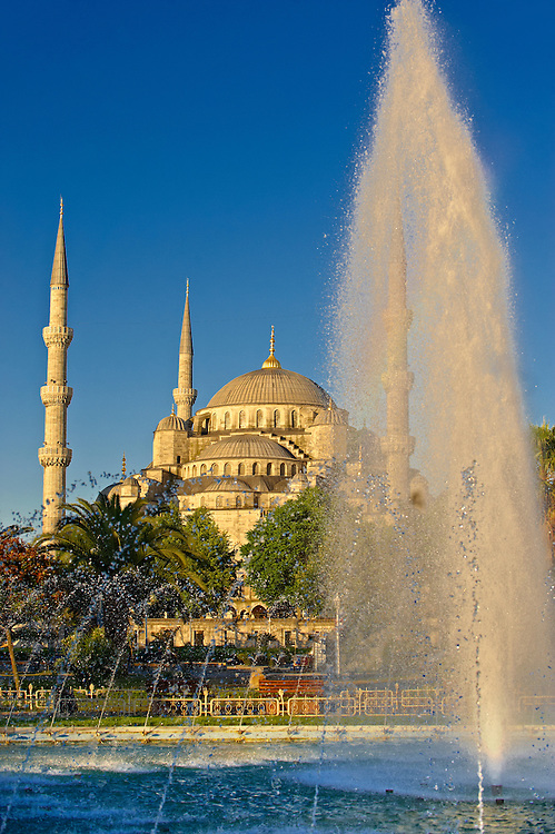 The Sultan Ahmed Mosque (Sultanahmet Camii) or Blue Mosque, Istanbul, Turkey. Built from 1609 to 1616 during the rule of Ahmed I. .<br /> If you prefer to buy from our ALAMY PHOTO LIBRARY  Collection visit : https://www.alamy.com/portfolio/paul-williams-funkystock/blue-mosque-istanbul.html<br /> <br /> Visit our TURKEY PHOTO COLLECTIONS for more photos to download or buy as wall art prints https://funkystock.photoshelter.com/gallery-collection/3f-Pictures-of-Turkey-Turkey-Photos-Images-Fotos/C0000U.hJWkZxAbg