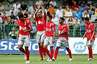Fotball<br /> Frankrike<br /> Auxerre v Lyon 1-4<br /> Foto: imago/Digitalsport<br /> NORWAY ONLY<br /> <br /> 27.07.2005  <br /> Torjubel Lyon - V.li. Torschütze John Carew, Hatem Ben Arfa, Florent Malouda und Jeremy Clement