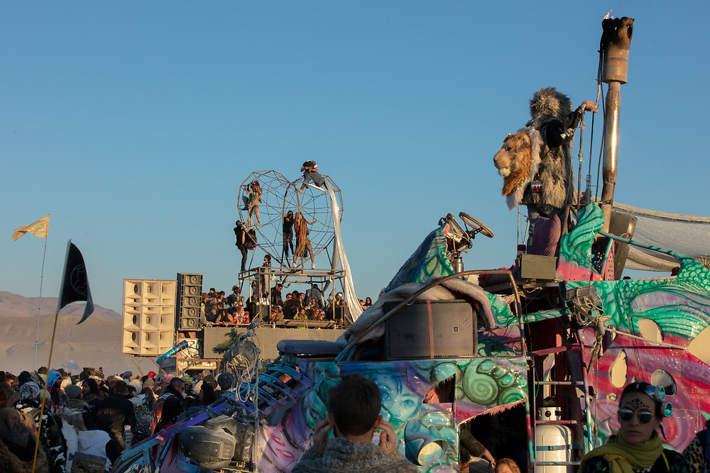 I love the layers of vehicles, art, and people that come and go. Also shout out to the photographer at the top. Nice!