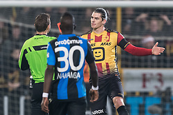 referee Nicolas Laforge give a red card to Seth de Witte of KV Mechelen during the Jupiler Pro League match between KV Mechelen and Club Brugge on December 20, 2017 at the AFAS stadium in Mechelen, Belgium.