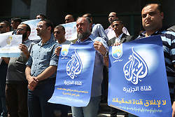 August 8, 2017 - Gaza, gaza strip, Palestine - Palestinian journalists during a show of solidarity with Al-Jazeera in Gaza City, 08 August 2017. Al Jazeera has reported that Israel's communication minister Ayoub Kara at a press conference had said he had made a request to cancel the credentials of Al Jazeera journalists and shut down the its offices in Jerusalem. Israeli media reported 14 June 2017 that Israeli Prime Minister Benjamin Netanyahu then had decided to consider the closure of the station's offices. (Credit Image: © Majdi Fathi/NurPhoto via ZUMA Press)