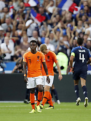 (L-R) Quincy Promes of Holland, Matthijs de Ligt of Holland, Raphael Varane of France during the UEFA Nations League A group 1 qualifying match between France and The Netherlands on September 09, 2018 at Stade de France in Saint Denis,  France