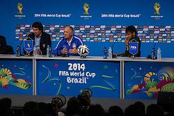 Luiz Felipe Scolari e Neymar Jr. durante a coletiva de imprensa no Estádio Arena Corinthians, em São Paulo, SP. A seleção enfrenta a Croácia na abertura da Copa do Mundo 2014. FOTO: Jefferson Bernardes/ Agência Preview