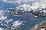 Nederland, Rotterdam, 21-3-2018Luchtfoto, beeld vanuit een passagiersvliegtuig van de Maasvlakte en de ingang van het Haringvliet .Foto: Flip Franssen