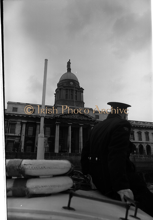 08/03/1964<br /> 03/08/1964<br /> 08 March 1964<br /> Views at the port of Dublin. View of the Customs House from a boat on the Liffey.