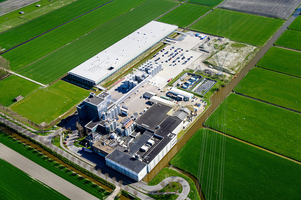 Nederland, Noord-Holland, Beemster, 20-04-2015; Rijperweg, CONO Kaasmakers met nieuwe kaasmakerij (Bastiaan Jongerius Architecten). Fabricatie van Beemsterkaas (Beemster kaas)<br /> Beemster cheese factory.<br /> luchtfoto (toeslag op standard tarieven);<br /> aerial photo (additional fee required);<br /> copyright foto/photo Siebe Swart