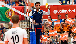 16-07-2018 NED: CEV U20 Volleyball European Championship Men, Ede<br /> Netherlands vs. Portugal 3-1 / First Referee give Netherlands the yellow card