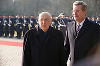 DEU, Deutschland, Germany, Berlin, 24.02.2011:<br />Empfang des Präsidenten der Italienischen Republik, Herrn Giorgio Napolitano mit militärischen Ehren durch den Bundespräsidenten Christian Wulff im Schloss Bellevue.