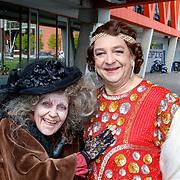 NLD/Rotterdam/20180423 - Perspresentatie Musicals aan de Maas, Jon van Eerd verkleed als vrouw en Irene Kuiper