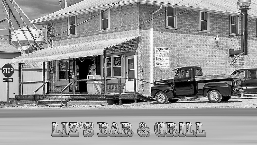Liz's has what are perhaps the best burgers in MO, and an ever changing selection of great home cooked soups and chili that you keep going back for.
