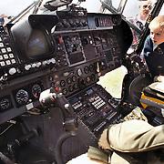 Oefening reddingsbrigade Blaricum met Lynx helicopter, cockpit