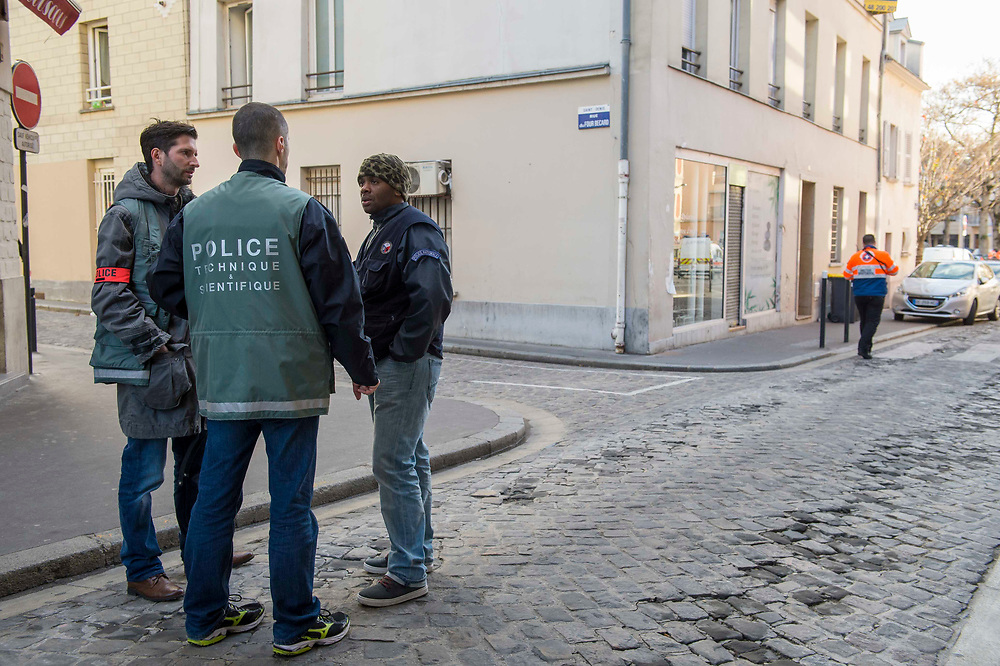 French  technical police during the intervention in Saint-Denis, were terrorist hide who carried out the 13 novemer 15 Paris attacks. Saint Denis, France. November 18, 2015.<br /> Des policiers scientifiques lors de l'intervention de la police à Saint-Denis, ou des terroristes qui ont perpetre les attentats du 13 novembre a Paris se cachent. Saint Denis, France. 18 novembre 2015.