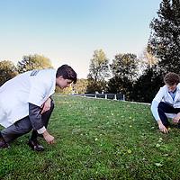 Nederland, Amsterdam , 24 oktober 2013.<br /> Polderdak Zuidas is het eerste dak dat primair een alternatieve waterberging is en daarnaast de voordelen heeft van een groen dak. De essentie van de constructie is een dijk met afsluitbare openingen en dragers voor het groene dak. Het regenwater wordt tegengehouden door de dijk en tijdelijk vastgehouden onder het groen. Na de bui loopt het water langzaam en gecontroleerd weg. Zo wordt wateroverlast als gevolg van extreme neerslag beperkt. De hoogte van de dijk is afhankelijk van de draagcapaciteit van het gebouw. Polderdak Zuidas heeft een omvang van 1200 m2 en een minimale capaciteit van 84 m3. Dit is vergelijkbaar met de opvangcapaciteit van 210 m2 oppervlakte water.<br /> De betrokken partijen bij het project zijn: OGA,Dienst Zuidas, De Dakdokters en Waternet.<br /> Op de foto dakdokters Friso Klapwijk (l) en Daan de Leeuw inspecteren de polderdak tijdens de opening.<br /> Polderdak Zuidas (Polder roof) is the first roof that is primarily an alternate water storage, and in addition, has the advantages of a green roof. After the rain the water runs  away slowly and controlled . Flooding caused by extreme rainfall is restricted in this way.
