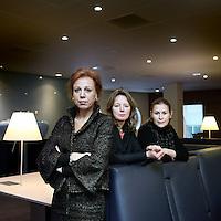 Nederland, Amsterdam , 2 december 2010..v.l.n.r. Desiree van Boxtel, Hadewych Cels en Cilian Jansen Verplanke van Karmijn Kapitaal..Karmijn Kapitaal investeert in bedrijven die worden geleid door een management team bestaande uit mannen en vrouwen. Dit betekent onder leiding van een vrouwelijke CEO of met meer dan 30% vrouwen in toonaangevende posities...Foto:Jean-Pierre Jans