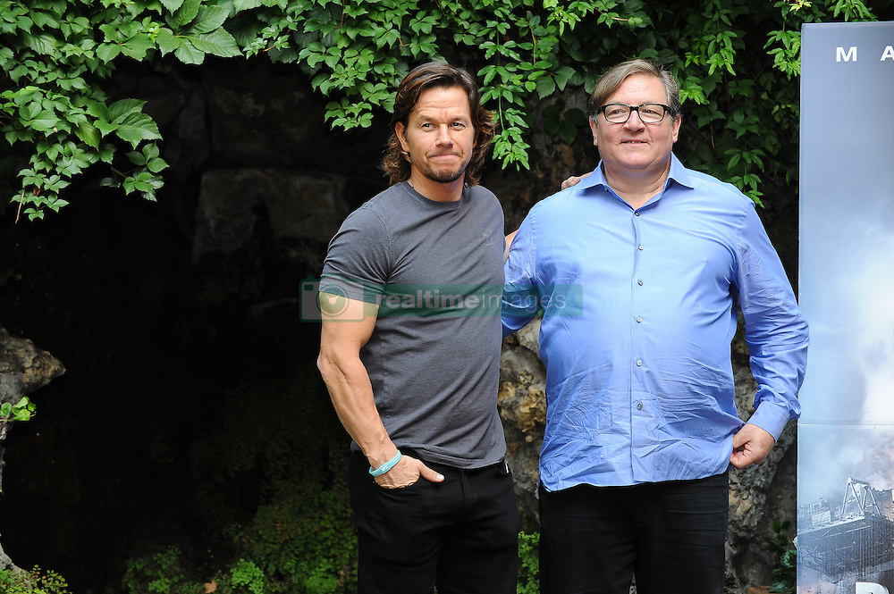 Mark Wahlberg beim Photocall zu Deepwater Horizon im Hotel De Russie in Rom / 031016 <br /> <br /> *** ROME ITALY 3RD OCTOBER 2016: Mark Wahlberg and Lorenzo Di Bonaventura attend the photocall of   'Deepwater  at Hotel De Russiei October 03, 2016 in Rome, Italy ***