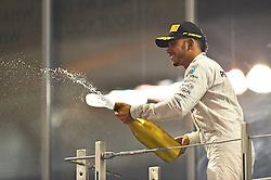 Sieger und Vizeweltmeister Lewis Hamilton (GB#44), Mercedes AMG Petronas Formula One Team beim Rennen im Rahmen des Grand Prix von Abu Dhabi auf dem Yas Marina Circuit / 271116<br /> <br /> ***Abu Dhabi Formula One Grand Prix on November 27th, 2016 in Abu Dhabi, United Arab Emirates - Race Day ***