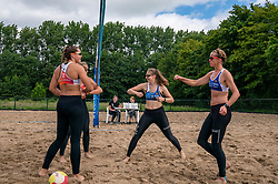 Mexime van Driel, Emi van Driel, Juliette van Duijnhoven, Annemieke Driessen in action. From July 1, competition in the Netherlands may be played again for the first time since the start of the corona pandemic. Nevobo and Sportworx, the organizer of the DELA Eredivisie Beach volleyball, are taking this opportunity with both hands. At sunrise, Wednesday exactly at 5.24 a.m., the first whistle will sound for the DELA Eredivisie opening tournament in Zaandam on 1 July 2020 in Zaandam.