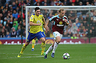 Scott Arfield of Burnley gets away from Gareth Barry of Everton. Premier League match, Burnley v Everton at Turf Moor in Burnley , Lancs on Saturday 22nd October 2016.<br /> pic by Chris Stading, Andrew Orchard sports photography.