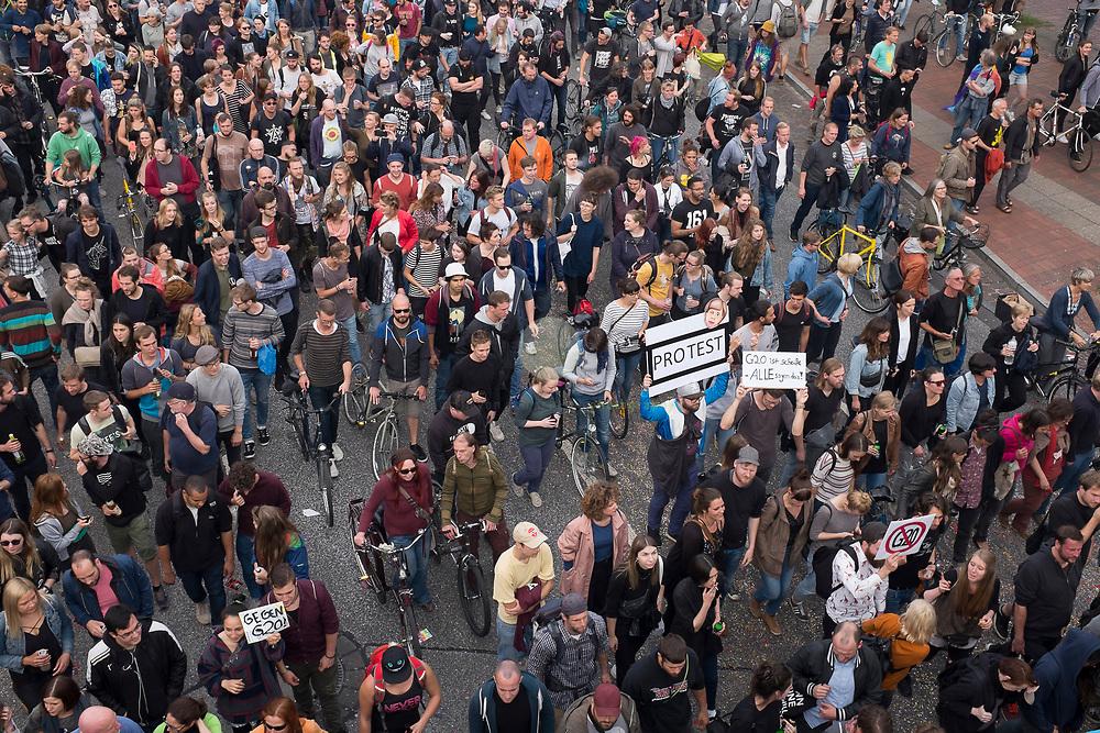 DE, DEUTSCHLAND, Hamburg. 05.07.2017 / Demonstration unter dem Motto Lieber Tanz ich als G20.