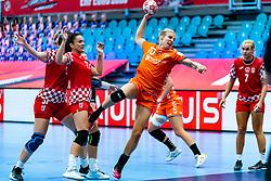Danick Snelder of Netherlands in action during the Women's EHF Euro 2020 match between Croatia and Netherlands at Sydbank Arena on december 06, 2020 in Kolding, Denmark (Photo by RHF Agency/Ronald Hoogendoorn)