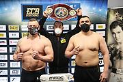 BOXEN: ECB Boxgala, Waage, Hamburg, 12.03.2021<br /> WBO-Europameisterschaft, Schwergewicht: Jacek Piatek (POL, l.) und Ali Eren Demirezen (TUR / GER)<br /> © Torsten Helmke