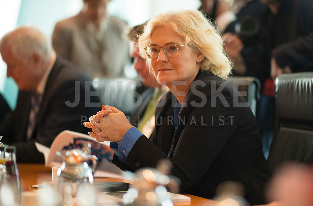 DEU, Deutschland, Germany, Berlin, 10.07.2019: Bundesjustizministerin Christine Lambrecht (SPD) vor Beginn der 60. Kabinettsitzung im Bundeskanzleramt.