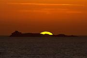 Solnedgang bak Svinøy, tatt fra Mulevika, Nerlandsøya   Sunset behind Svinøy, Norway.