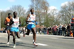 09-04-2006 ATLETIEK: FORTIS MARATHON: ROTTERDAM<br /> De Keniaan Sammy Korir (1) heeft de 26e editie van de marathon van Rotterdam op zijn naam geschreven. Rechts Paul Kiprop Kirui (2de) en achterin Luke Kibet<br /> ©2006-WWW.FOTOHOOGENDOORN.NL