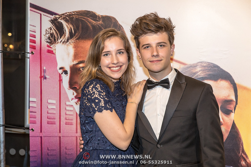 NLD/Hilversum/20171019 - Film premiere  Pestkop, Roan van Dam met zus Marit