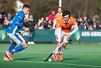 BLOEMENDAAL  - Arthur van Doren (Bldaal) met links Sander de Wijn (Kampong)    . Bloemendaal-Kampong (2-1).  hoofdklasse hockey mannen.   COPYRIGHT KOEN SUYK