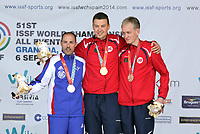 Skyting<br /> 19.09.2014<br /> Foto: imago/Digitalsport<br /> NORWAY ONLY<br /> <br /> Gold medalist Ole Kristian Bryhn (C) of Norway, silver medalist Cyril Graff (L) of France and bronze medalist Odd Arne Brekne of Norway pose for photograph during the awarding ceremony of the men s 300m rifle 3 positions individual competition at the 51st ISSF World Championship in Granada, Spain, on Sept. 19, 2014