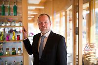 DEU, Deutschland, Germany, Berlin, 17.03.2015: Portrait von Stefan Komoß (SPD), Bürgermeister von Marzahn-Hellersdorf, am Rande eines Besuchs im Kinderforscherzentrum HELLEUM in Marzahn-Hellersdorf.