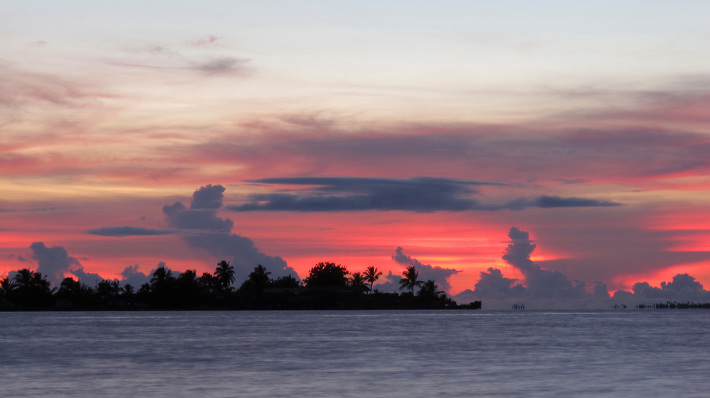 Indígenas guna / amanecer en la comarca de Guna Yala, Panamá.<br /> <br /> Indígenas kuna / Kuna Yala, Panamá.<br /> <br /> Edición de 10 | Víctor Santamaría.