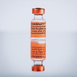 THEMENBILD - Ampulle des mRNA-Impfstoffs BNT162b2 von BioNTech/ Pfizer. Comirnaty ist der erste in Europa zugelassene Impfstoff gegen Covid-19, aufgenommen am 19. März 2021, Österreich // Vial of the mRNA vaccine BNT162b2 from BioNTech/ Pfizer. Comirnaty is the first vaccine against Covid-19 licensed in Europe, Austria on 2021/03/19. EXPA Pictures © 2021, PhotoCredit: EXPA/ JFK