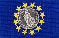 THEMENBILD - Schweizer Franken Münze vor Flagge der Europäischen Union. Aufgenommen am 05.02.2015 in Wien, Österreich // swiss franc CHF in front of flag of the European Union. Image was taken in Vienna, Austria on 2015/02/05. EXPA Pictures © 2015, PhotoCredit: EXPA/ Michael Gruber