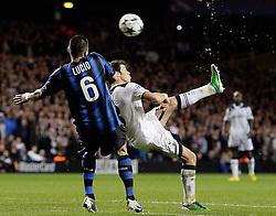 02.11.2010, White Hart Lane, London, ENG, UEFA CL, Tottenham Hotspurs vs Inter Mailand, im Bild Lucio of Inter Milan presses on Gareth Bale of Tottenham that will go close to score with this overhead kick, EXPA Pictures © 2010, PhotoCredit: EXPA/ IPS/ M. Pozzetti *** ATTENTION *** UK AND FRANCE OUT!