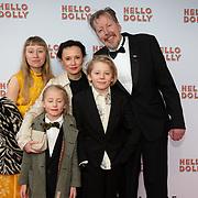NLD/Rotterdam/20200308 - Premiere Hello Dolly, Jan Rot met partner Daan de Launay en kinderen