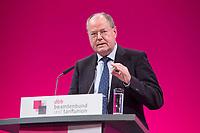 12 JAN 2015, KOELN/GERMANY:<br /> Peer Steinbrueck, SPD, Bundesminister a.D., haelt eine REde, dbb Jahrestagung 2015, Messe Koeln<br /> IMAGE: 20150112-01-271<br /> KEYWORDS: Köln