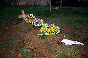 A08BT6 Burial with fresh flowers