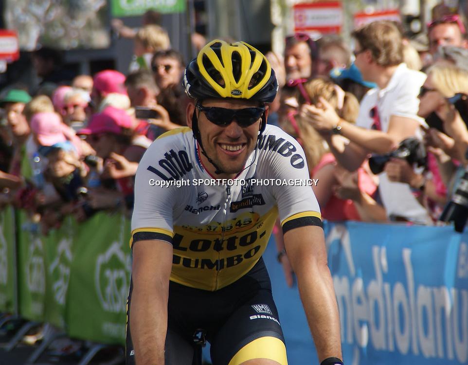 08-05-2016: Wielrennen: Giro: Arnhem <br />ARNHEM (NED) wielrennen <br />De tweede etappe van de voerde het peloton door de over Betuwe en de Liemers. Maarten Tjallingi