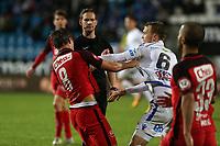 Fotball , 28. oktober 2017 , Eliteserien, Haugesund - Brann.<br />Fredrik Haugen fra Brann i duell med Jakub Serafin fra Haugesund.<br />Foto: Andrew Halseid Budd , Digitalsport