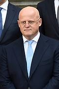 Het nieuwe kabinet Rutte III op het bordes van Paleis Noordeinde. <br /> <br /> Op de foto:  Ferdinand Grappenhaus - minister van Justitie