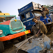 fixing an old truck on the Grand trunk road outside of Kolkata