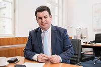 07 MAR 2019, BERLIN/GERMANY:<br /> Hubertus Heil, SPD, Bundesarbeitsminister, waehrend einem Interview, in seinem Buero, Bundesministerium fuer Arbeit und Soziales<br /> IMAGE: 20190307-01-015<br /> KEYWORDS: Büro