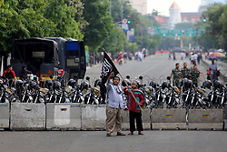 May 5, 2017 - Jakarta, jakarta, indonesia - Muslims in Jakarta take action in front of the Supreme Court building in Jakarta, which demands the Supreme Court to supervise the judge who leads the trial of a blasphemy case perpetrated by Basuki Tjahja Purnama (Ahok) to be fair and not intervened by anyone in making decisions (Credit Image: © Denny Pohan via ZUMA Wire)