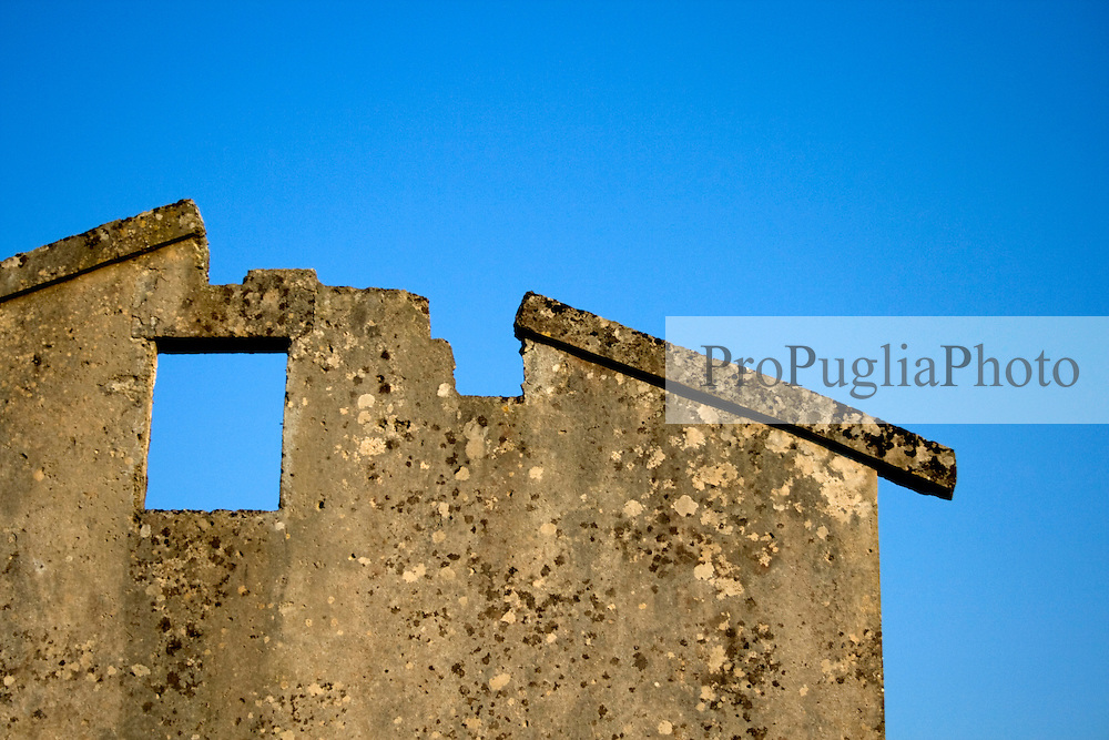 Foto di un tetto di una masseria nelle campagna di Alessano (Macurano) 10/04/2010