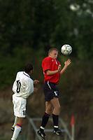Fotball. EM-kvalifisering U21, Nadderud 1. september 2000. Norge-Armenia. Tommy Øren, Norge i kamp med Ara Hakobyan, Armenia. Foto: Digitalsport.