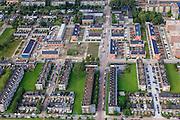 Nederland, Zuid-Holland, Rotterdam, 15-07-2012; Pendrecht (deelgemeente Charlois, Rotterdam-Zuid). Zuidoostelijk deel, detail met verschillende bouwblokken, flats en eengezinswoningen. Renovatie en stadsvernieuwing. Nieuwbouwwijk uit de jaren vijftig van de vorige eeuw, wederopbouw periode. Stedenbouwkundig ontwerp van Lotte Stam-Beese, kenmerkend zijn de ruime opzet en  veel groen. Ontworpen als wijk met verschillende woningtypen (en verschillende bewoners) en voorzien van alle voorzieningen..Pendrecht (part of Charlois, Rotterdam-South). New neighborhood (fifties of the last century), post-war reconstruction period. Urban design of Lotte Stam-Beese, characterized by spacious layout and lots of green. Designed as residential district with different housing types...luchtfoto (toeslag), aerial photo (additional fee required).foto/photo Siebe Swart